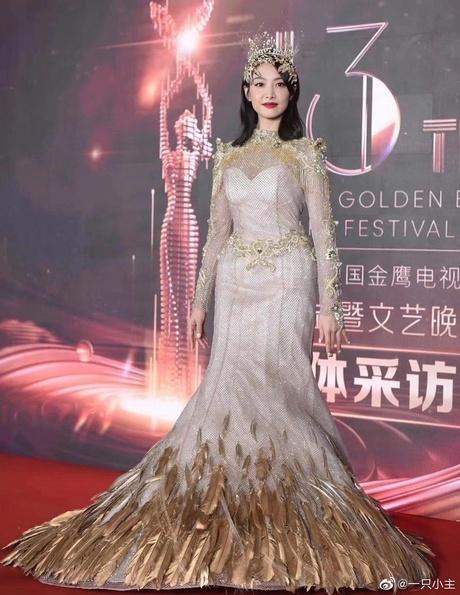 Triệu Lộ Tư xin lỗi Tống Thiến sau khi đá đểu đàn chị làm Nữ thần Kim Ưng quá xấu, netizen tiếp tục chê cười - Ảnh 3.