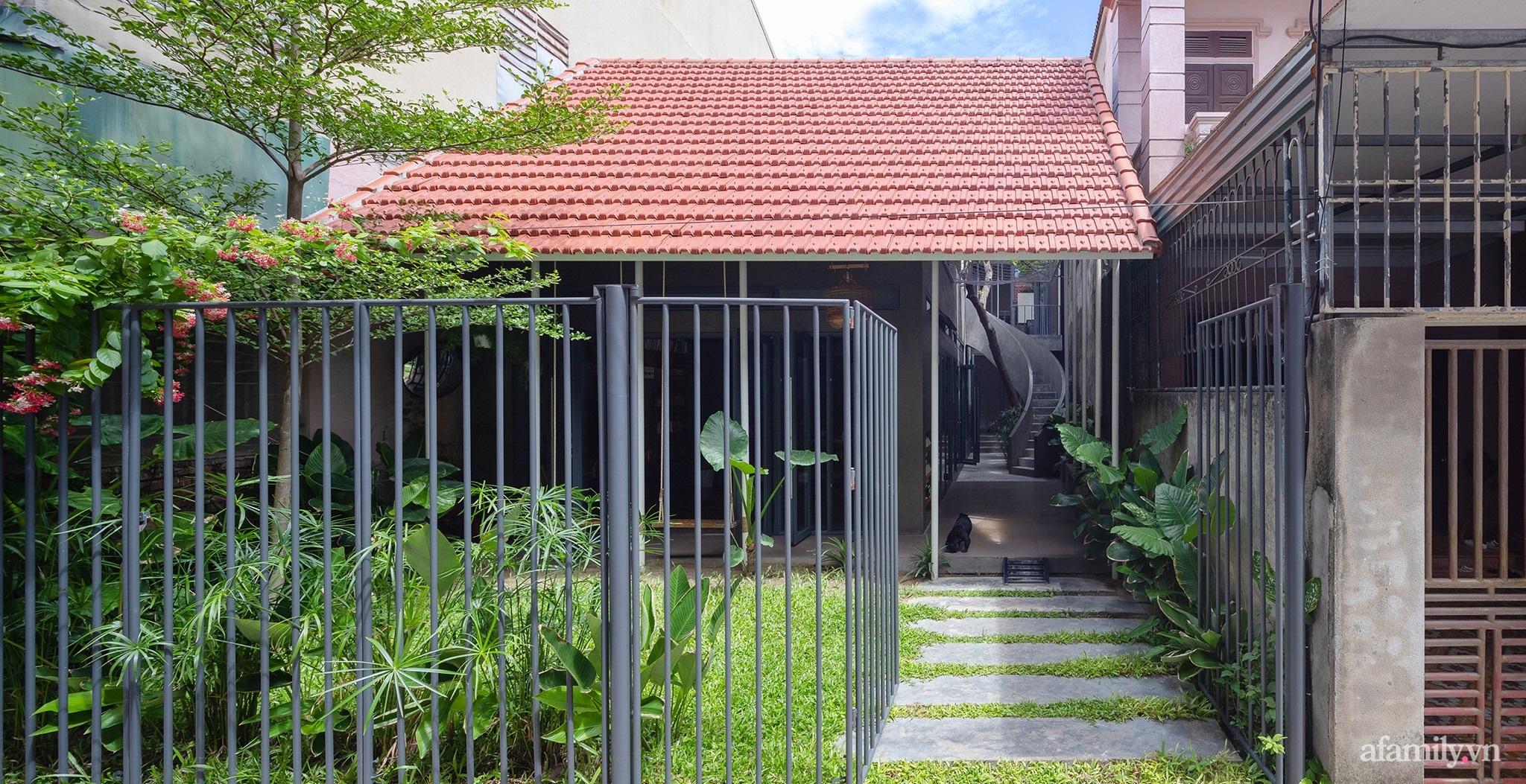 Ngôi nhà màu xanh mát mắt không cần dùng đến điều hòa tọa lạc ngay giữa thành phố của gió Lào và nắng cháy – Vinh - Ảnh 1.