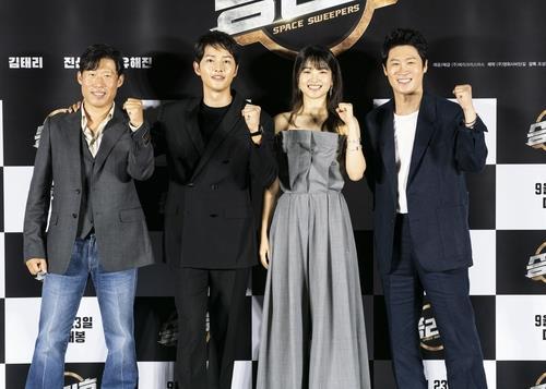 """Phim 500 tỷ của Song Joong Ki không thể ra rạp nhưng Song Hye Kyo vẫn bị réo tên, fan """"nhà gái"""" tố """"nhà trai"""" hám fame, cãi nhau cực gắt - Ảnh 8."""