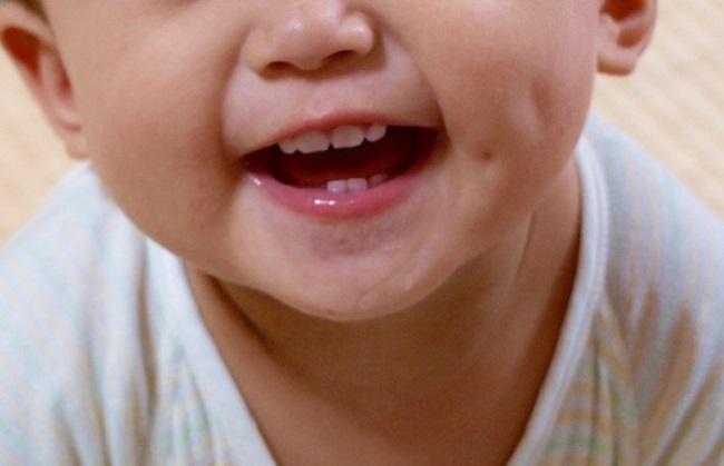 Dinh dưỡng cho trẻ đang mọc răng - Ảnh 1.