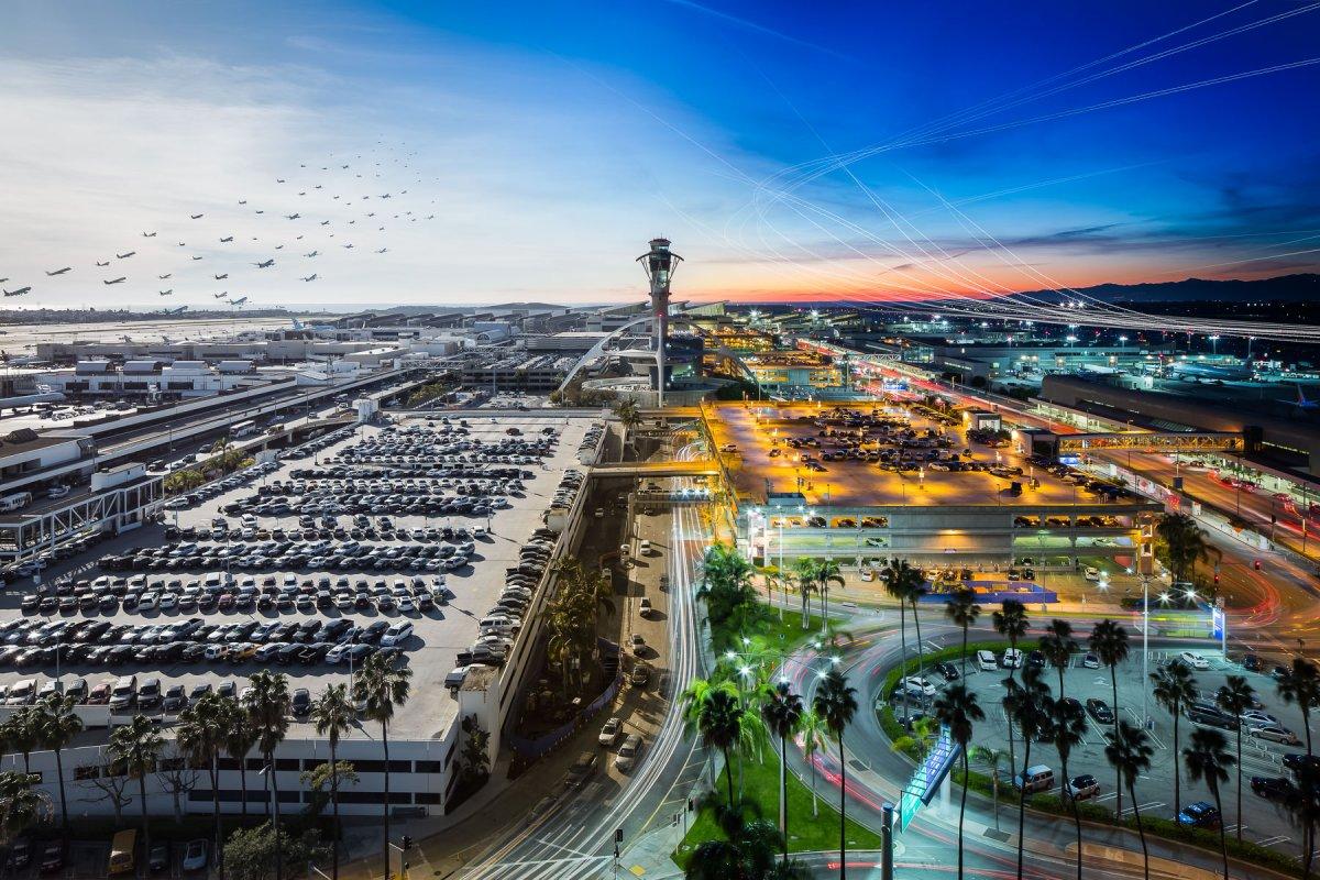 Bức Airportrait đầu tiên của Kelly được tạo ra vào năm 2014 tại sân bay quốc tế Los Angeles. Ý tưởng kết hợp nhiều chuyến bay lại với nhau đã được đón nhận và chia sẻ rất mạnh trên Reddit