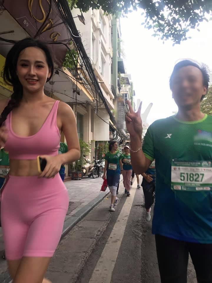 Mai Phương Thuý lồ lộ vòng 1 và cơ bụng tại giải Marathon, dân tình chỉ chú ý đến lớp makeup và chiếc quần sai trái - Ảnh 4.