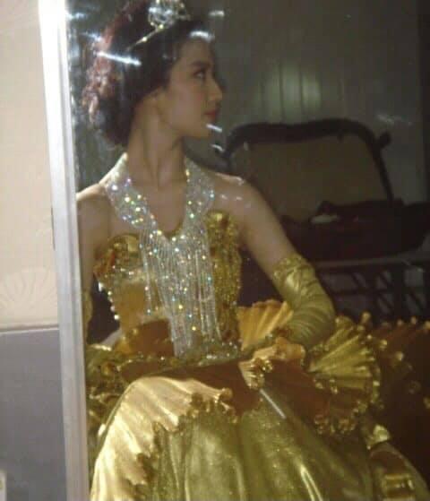 Nữ thần Kim Ưng: Lưu Diệc Phi mặc váy như rèm cửa, để mặt mộc ở 14 năm trước còn đẹp hơn Tống Thiến  - Ảnh 8.