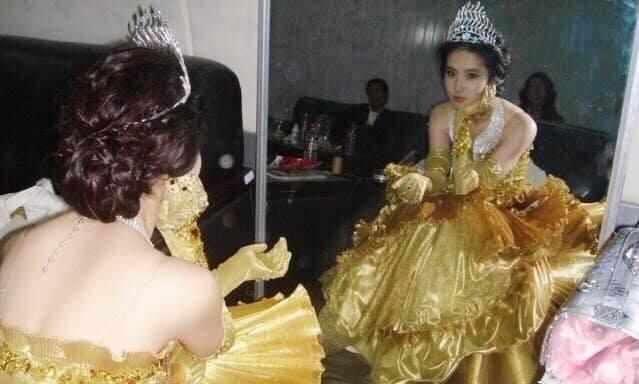 Nữ thần Kim Ưng: Lưu Diệc Phi mặc váy như rèm cửa, để mặt mộc ở 14 năm trước còn đẹp hơn Tống Thiến  - Ảnh 5.