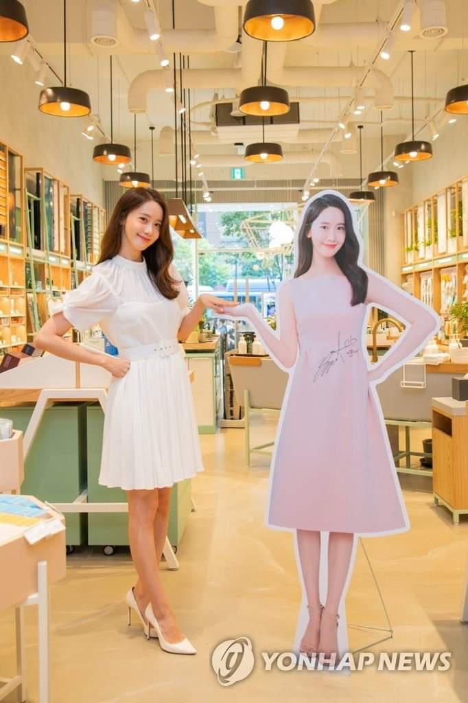 Đứng cạnh bản sao, Yoona tự bóc kéo chân dài quá lố nhưng lại được khen dễ thương siêu cấp - Ảnh 4.