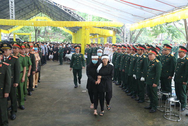 Cả nước tiễn đưa 13 liệt sĩ hy sinh khi đi cứu hộ Rào Trăng 3 - Ảnh 3.