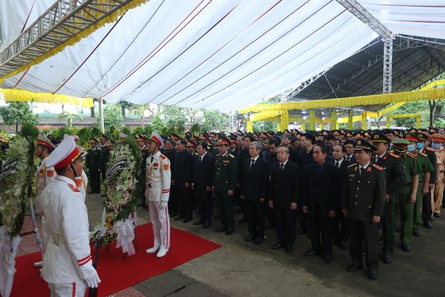 Cả nước tiễn đưa 13 liệt sĩ hy sinh khi đi cứu hộ Rào Trăng 3 - Ảnh 4.