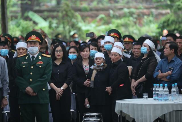 Cả nước tiễn đưa 13 liệt sĩ hy sinh khi đi cứu hộ Rào Trăng 3 - Ảnh 5.