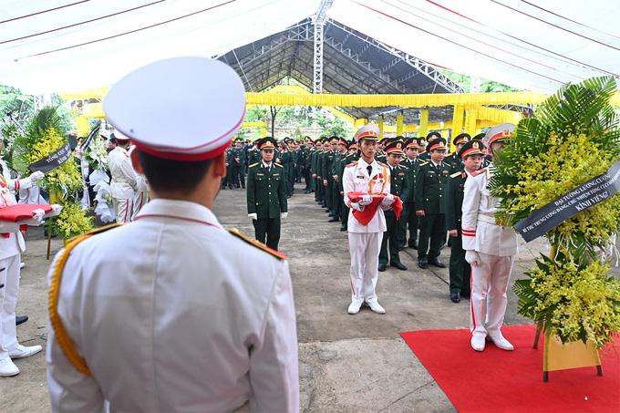 Cả nước tiễn đưa 13 liệt sĩ hy sinh khi đi cứu hộ Rào Trăng 3 - Ảnh 17.