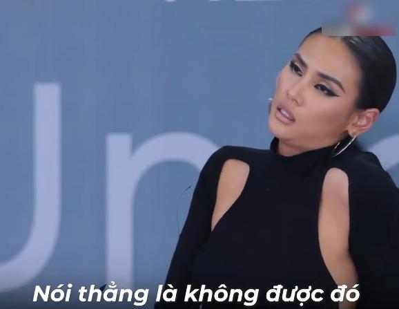 """Vietnam's Next Top Model: Nữ thí sinh """"cù nhây"""" xin xỏ được chọn, khiến giám khảo nổi giận, mắng té tát vào mặt - Ảnh 11."""