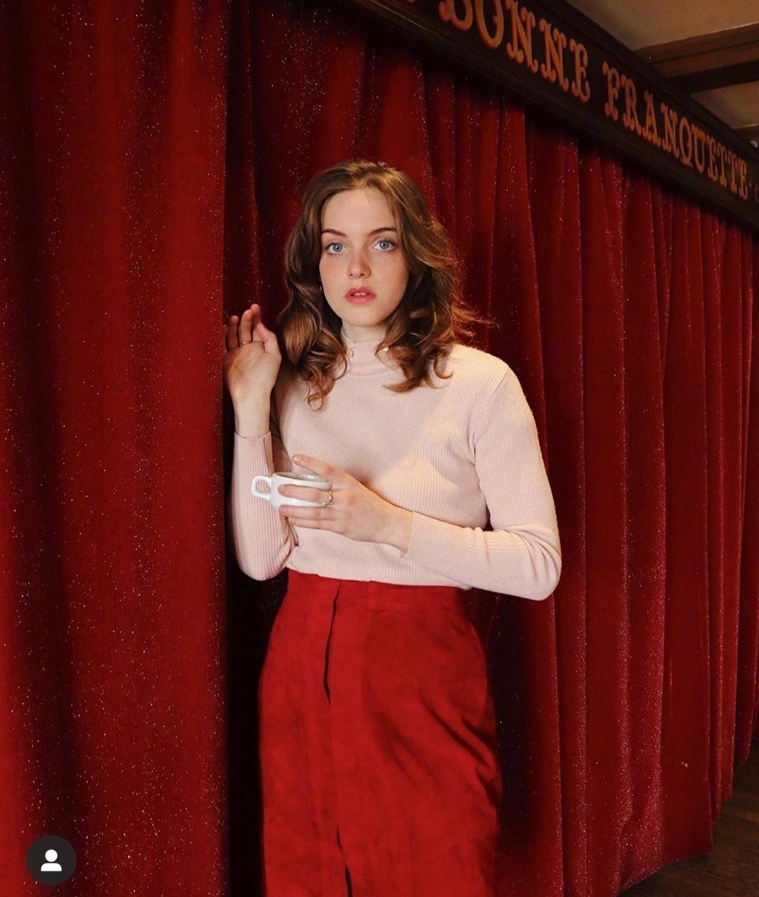 3 kiểu áo len phụ nữ Pháp hay diện nhất mùa lạnh, muốn thăng hạng style thì bạn phải update ngay - Ảnh 6.