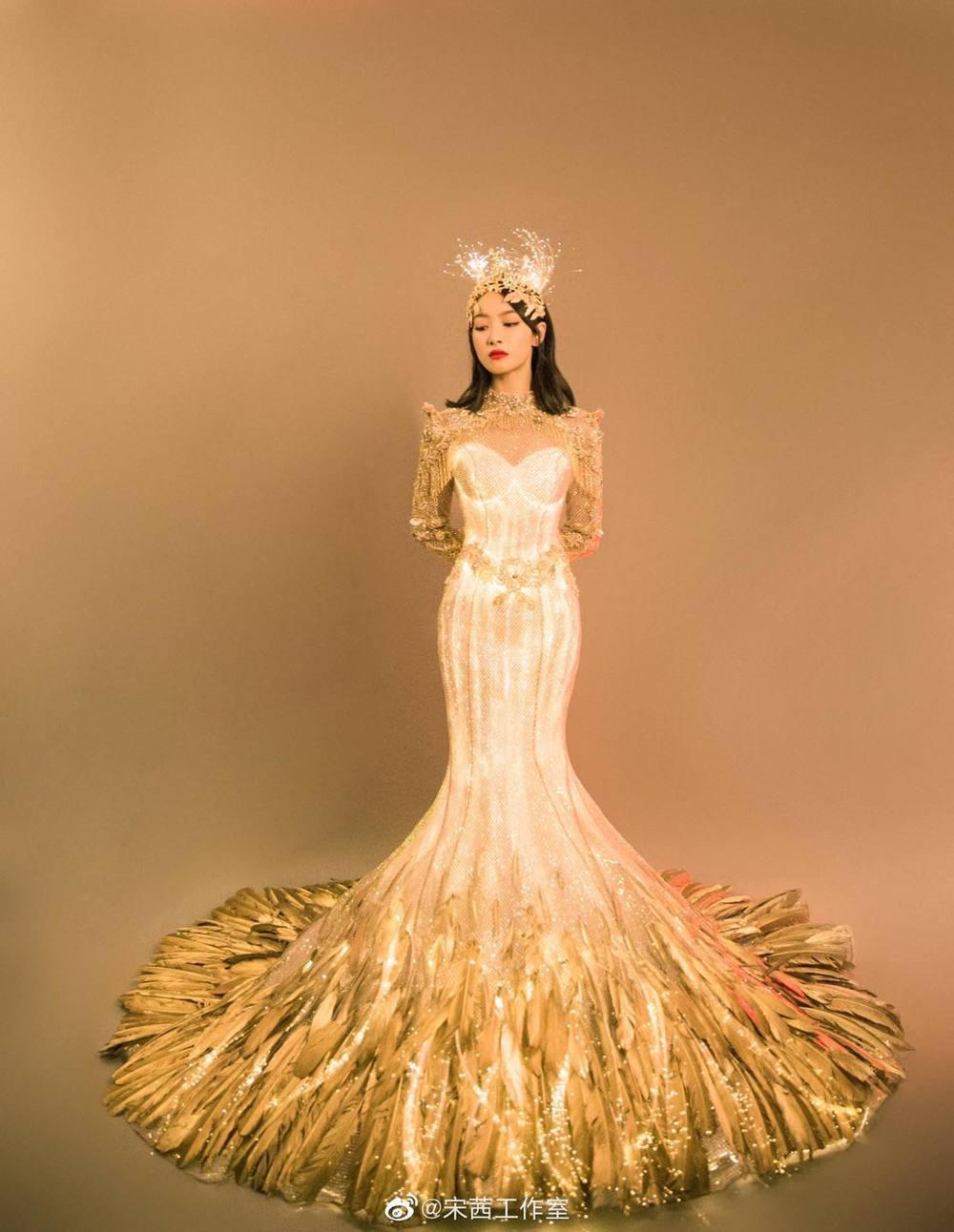 Từ visual tới khí chất đều xẹp lép so với 7 mỹ nhân tiền nhiệm, Tống Thiến chính là Nữ thần Kim Ưng bay màu nhanh nhất - Ảnh 1.