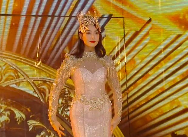 Từ visual tới khí chất đều xẹp lép so với 7 mỹ nhân tiền nhiệm, Tống Thiến chính là Nữ thần Kim Ưng bay màu nhanh nhất - Ảnh 5.