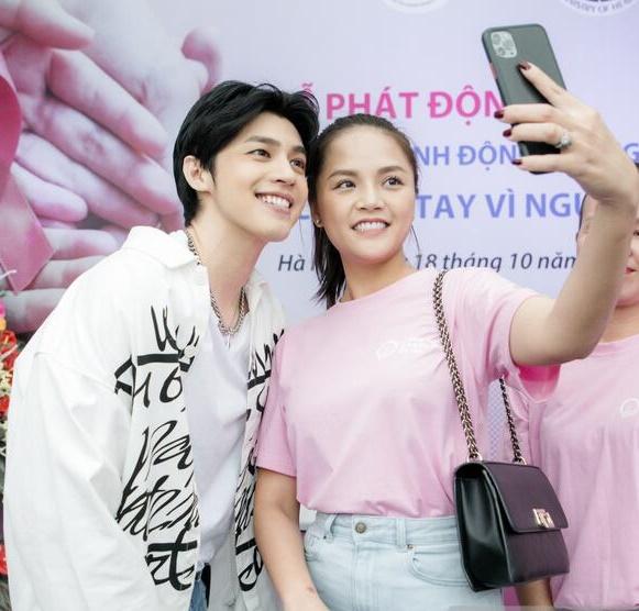 """Lần đầu chụp ảnh với trai đẹp Noo Phước Thịnh, Thu Quỳnh tự nhận mình là """"bà cô"""" của nam ca sĩ dù bằng tuổi - Ảnh 3."""