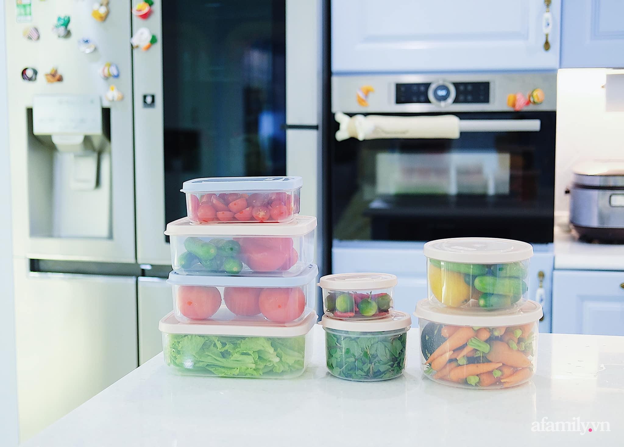 Căn bếp màu xanh yên bình, sang trọng với đủ thiết bị hiện đại của mẹ trẻ xinh đẹp Sài Thành - Ảnh 9.