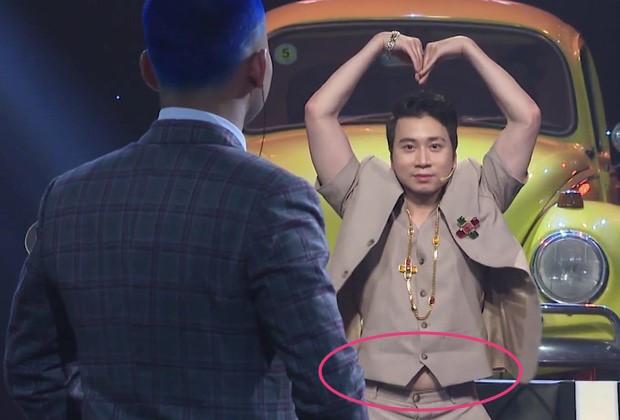 """Sao Việt và những pha """"lộ nguyên hình"""" trên sóng truyền hình: Người ngấn mỡ bụng, người lộ mỡ lưng... không thể tin nổi - Ảnh 10."""