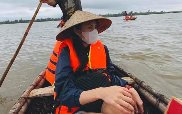 """Đằng sau hình ảnh lăn xả giữa biển nước đi cứu trợ là một Thủy Tiên """"hoảng sợ tột độ, ám ảnh những gì tận mắt chứng kiến"""""""