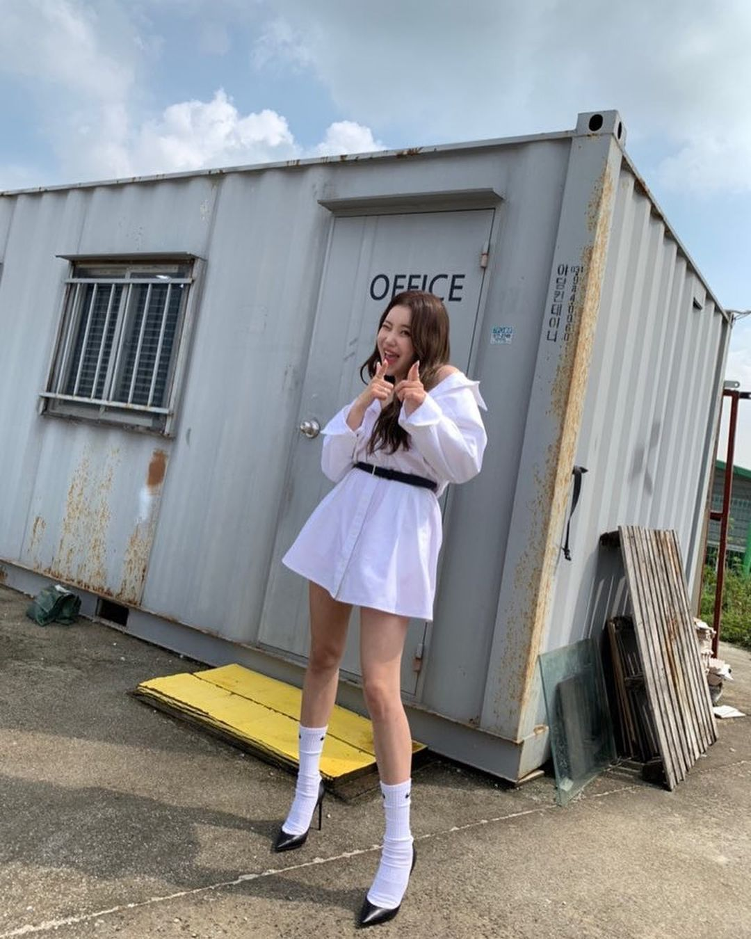 """Đụng hàng với Jennie, """"idol xấu nhất lịch sử"""" JooE sợ hở diện thêm """"phụ tùng"""" sến và kém sang hơn hẳn - Ảnh 3."""