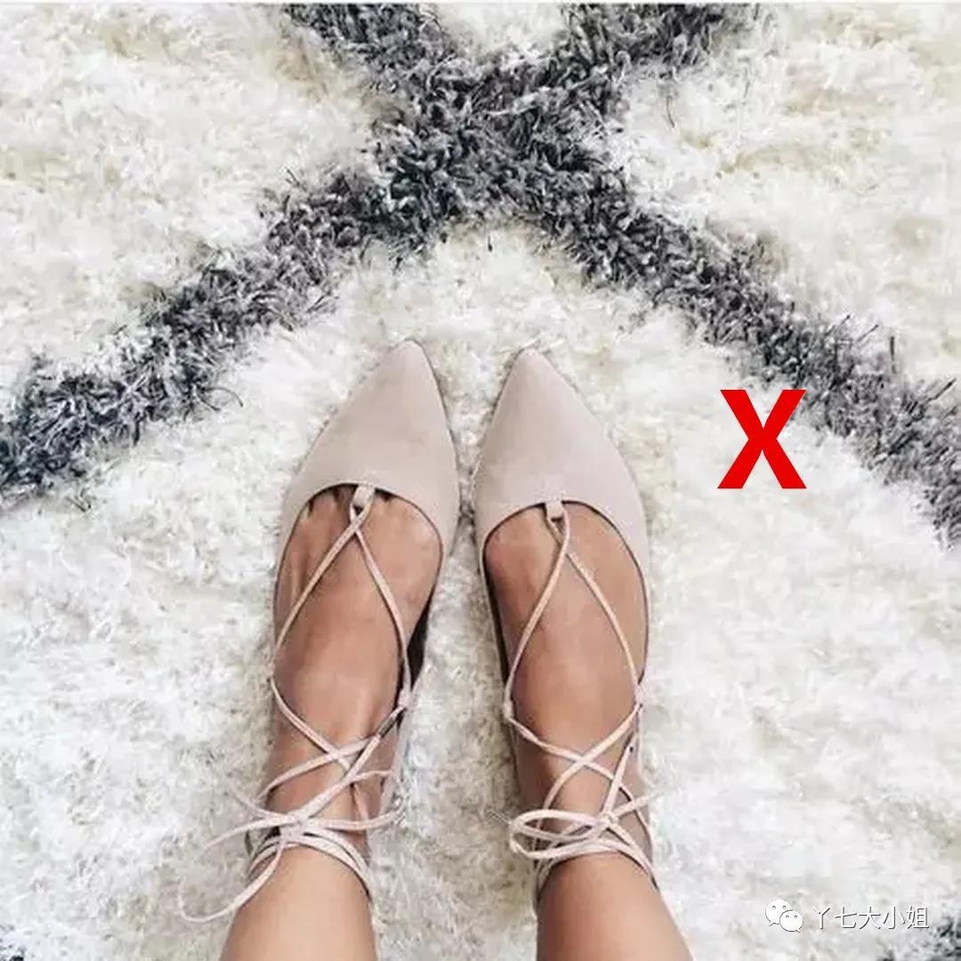 """4 kiểu giày dép """"dìm hàng"""" người diện, các chị em cần tống tiễn ngay nếu không sẽ lọt top mặc xấu chốn công sở - Ảnh 4."""
