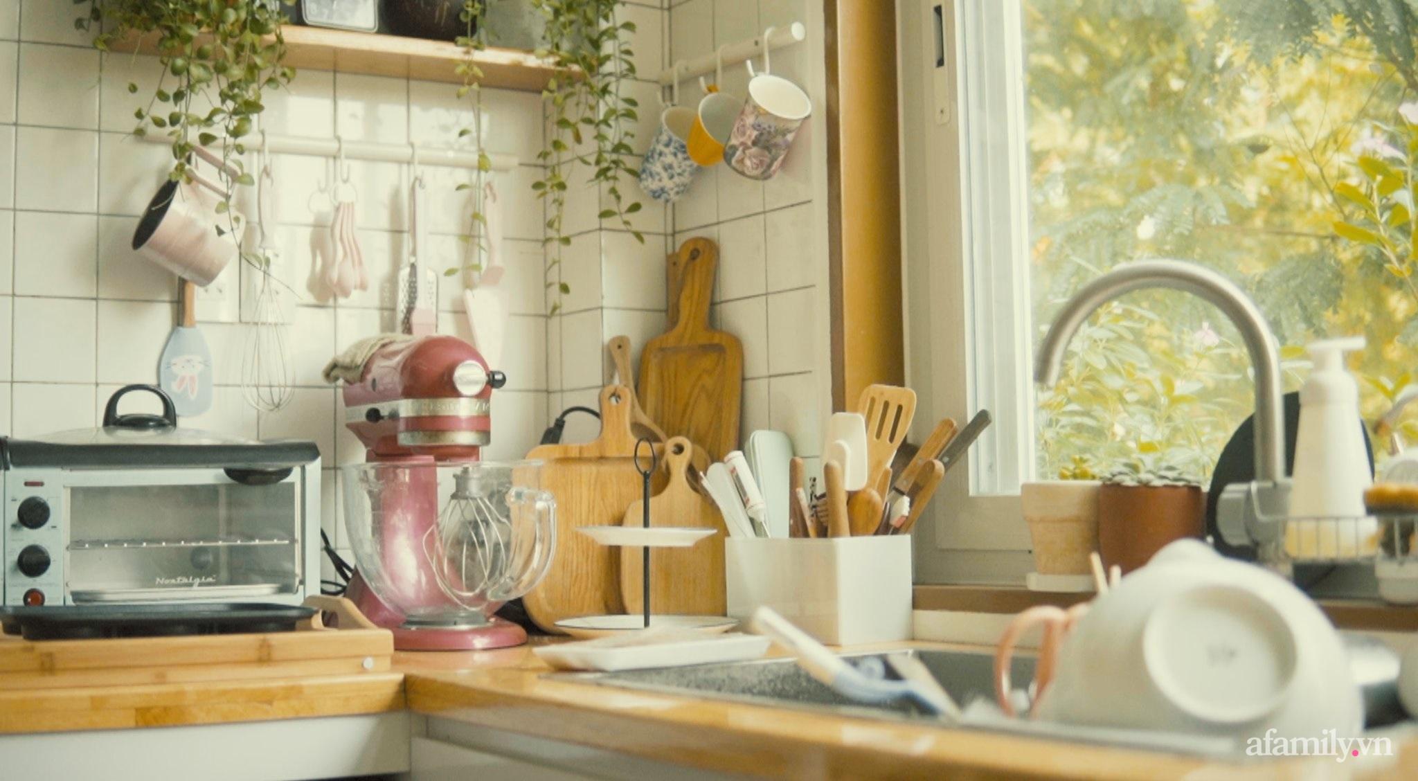 """Căn bếp """"lạ đời"""" trên tầng 4 trong căn nhà phố Sài Gòn luôn thơm nức mùi bơ bánh - Ảnh 9."""