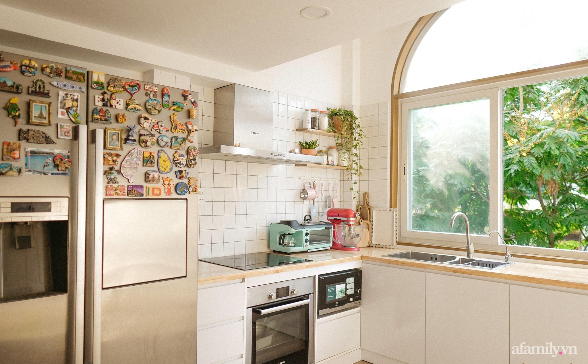 """Căn bếp """"lạ đời"""" trên tầng 4 trong căn nhà phố Sài Gòn luôn thơm nức mùi bơ bánh - Ảnh 3."""