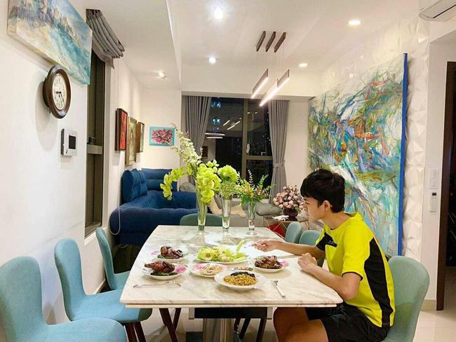 15 tuổi cao 1m80, con trai diễn viên Huy Khánh chơi chục môn thể thao nhưng nhìn chế độ dinh dưỡng mới khủng - Ảnh 7.