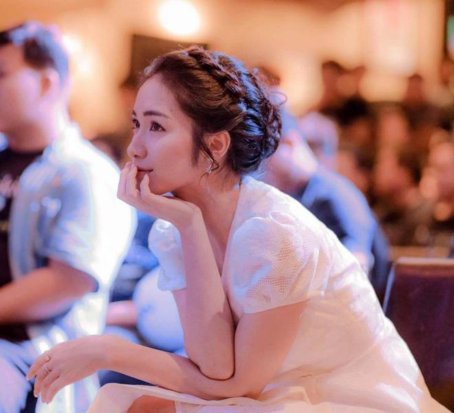 """Phỏng vấn nóng Hòa Minzy: Chồng giận vì """"trốn"""" đi từ thiện, thót tim chuyện đưa thai phụ đi cấp cứu giữa cơn lũ  - Ảnh 3."""