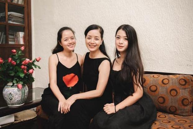 """2 ái nữ nhà nghệ sĩ Chiều Xuân """"đọ"""" nhan sắc ngày càng quyến rũ xinh đẹp, thần thái không thua kém mỹ nhân Hong Kong thập niên 90 - Ảnh 2."""