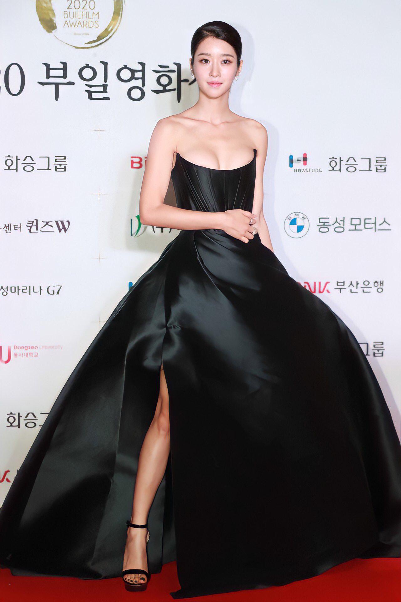 Nghẹt thở vì vòng 1 căng tràn của Seo Ye Ji: Diện đồ hở sexy bức thở, mặc đồ kín vẫn nóng bỏng bức người - Ảnh 1.