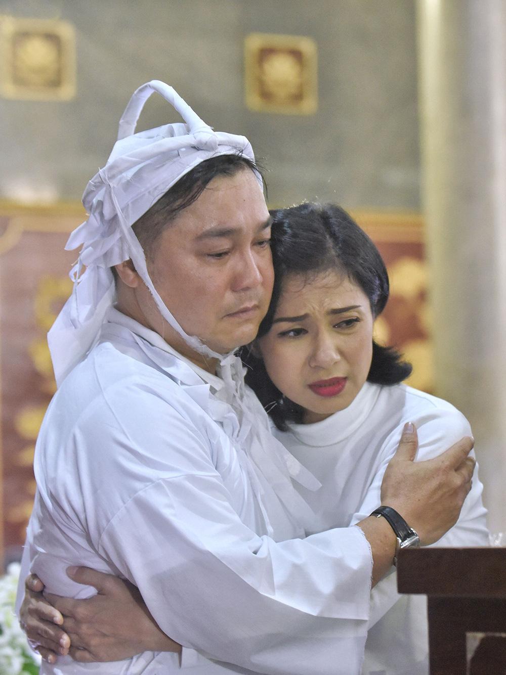 Diễn viên Lý Hùng tiết lộ 2 tâm nguyện dang dở của NSND Lý Huỳnh, Việt Trinh cùng dàn sao Việt xót thương - Ảnh 5.