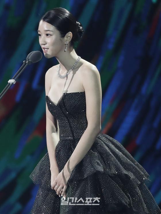 Nghẹt thở vì vòng 1 căng tràn của Seo Ye Ji: Diện đồ hở sexy bức thở, mặc đồ kín vẫn nóng bỏng bức người - Ảnh 5.