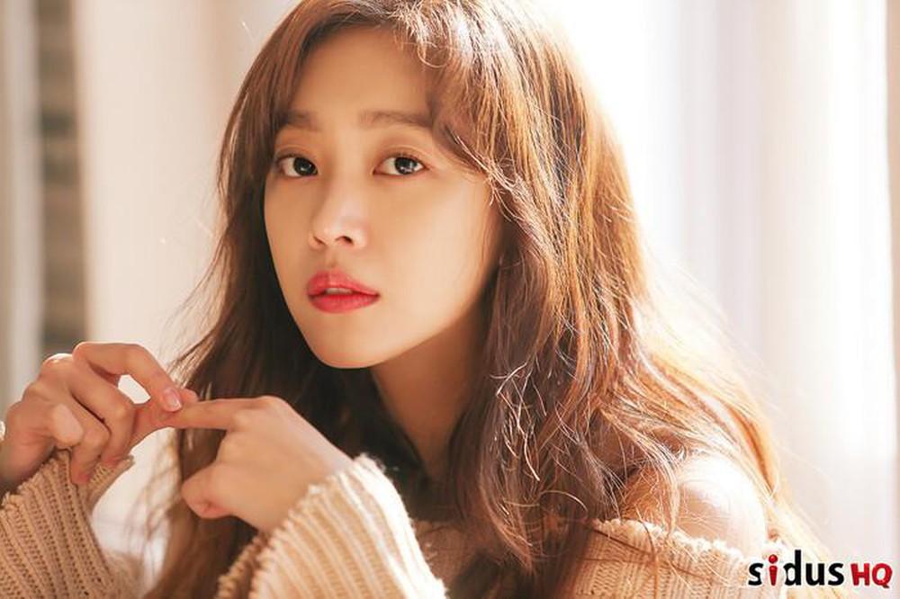 """""""Ngọc nữ"""" của Lee Dong Wook: Nhan sắc đẹp tự nhiên """"không có sửa"""", từng béo tròn  - Ảnh 4."""