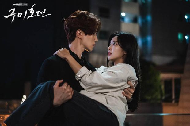 """""""Ngọc nữ"""" của Lee Dong Wook: Nhan sắc đẹp tự nhiên """"không có sửa"""", từng béo tròn  - Ảnh 1."""