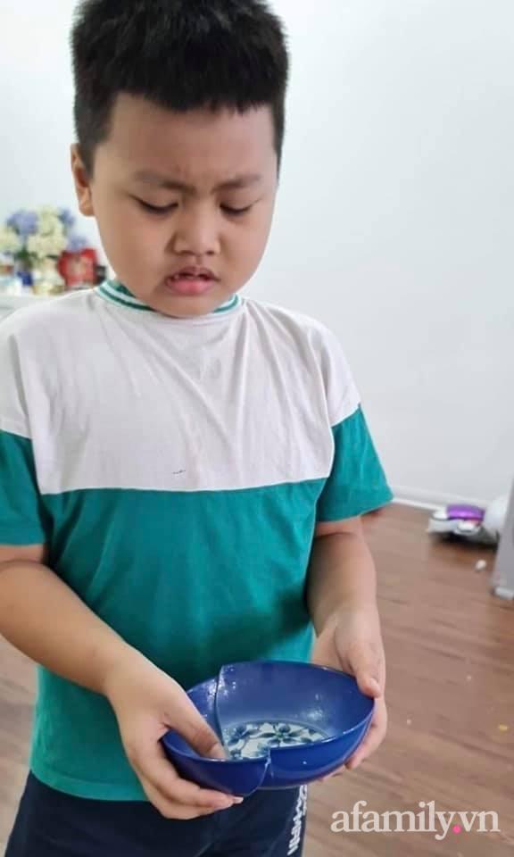 """Làm vỡ chiếc bát mẹ thích nhất, cậu bé nức nở viết tâm thư xin lỗi nhưng nhìn cách """"khắc phục hậu quả"""" thì ai cũng cười bò - Ảnh 2."""