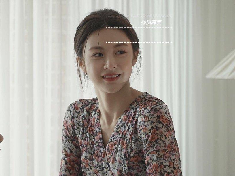 Gái Hàn có chiêu làm tóc biến mặt từ tròn thành thanh thoát mà hay nhất là cực đơn giản và không cần ra tiệm - Ảnh 1.