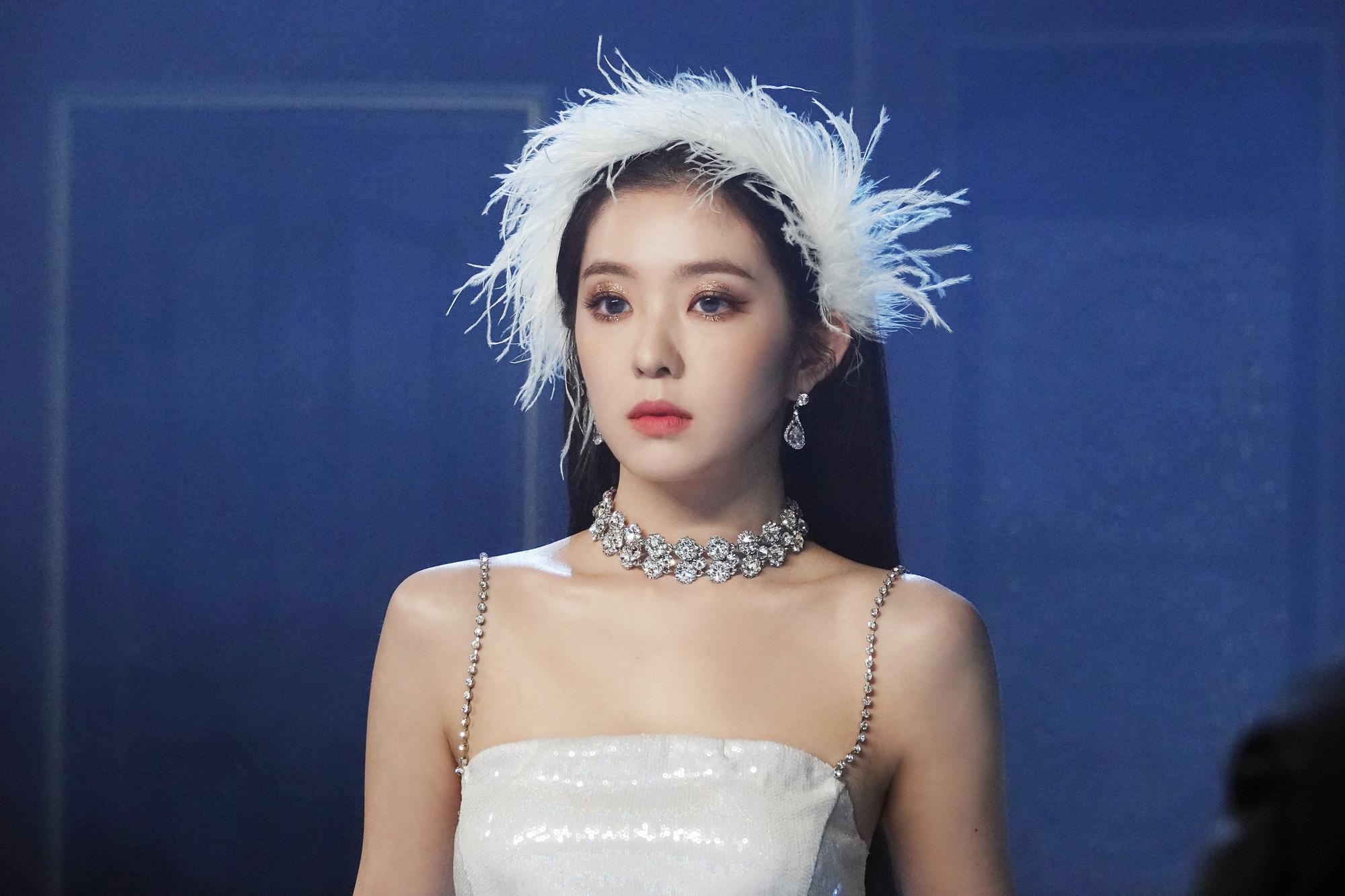 Đỉnh điểm drama: Irene (Red Velvet) bị tố ra lệnh Quỳ xuống rồi buộc dây giày đi, khiến stylist xấu hổ đến mức nghỉ việc - Ảnh 3.