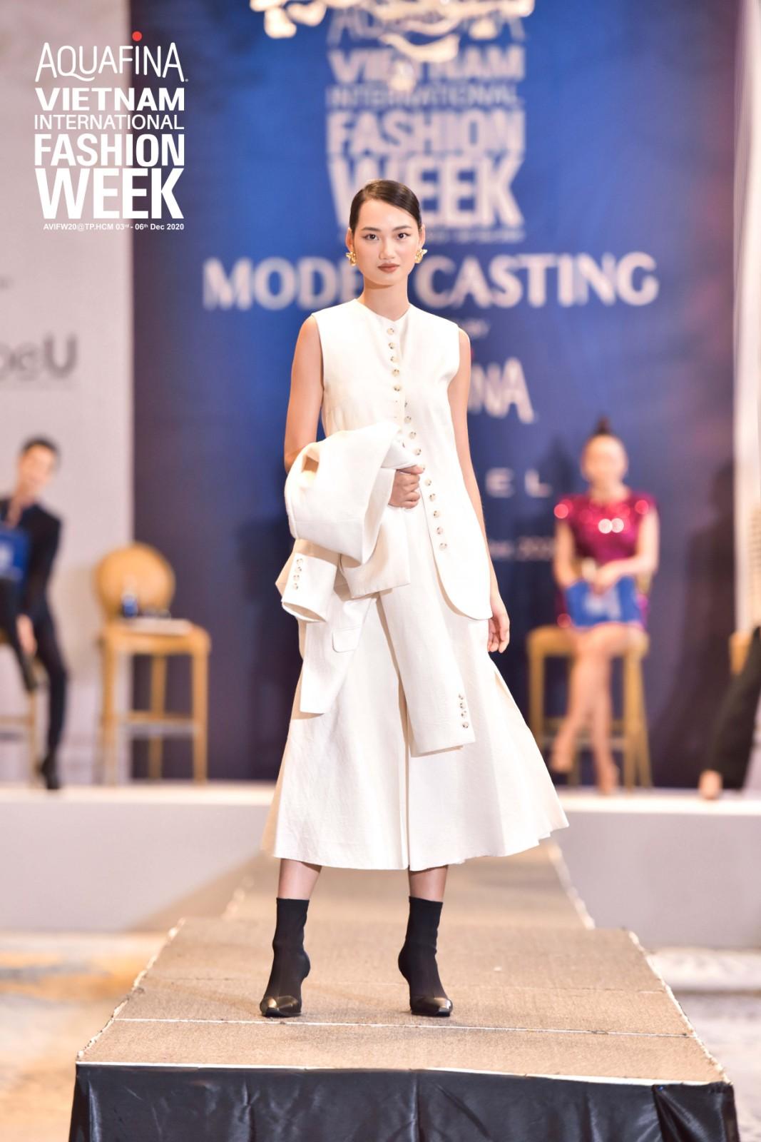 Đôi chân của Mâu Thủy chiếm chọn spotlight, lấn át cả quán quân Next Top Hương Ly tại buổi casting Tuần lễ thời trang Việt Nam 2020 - Ảnh 5.