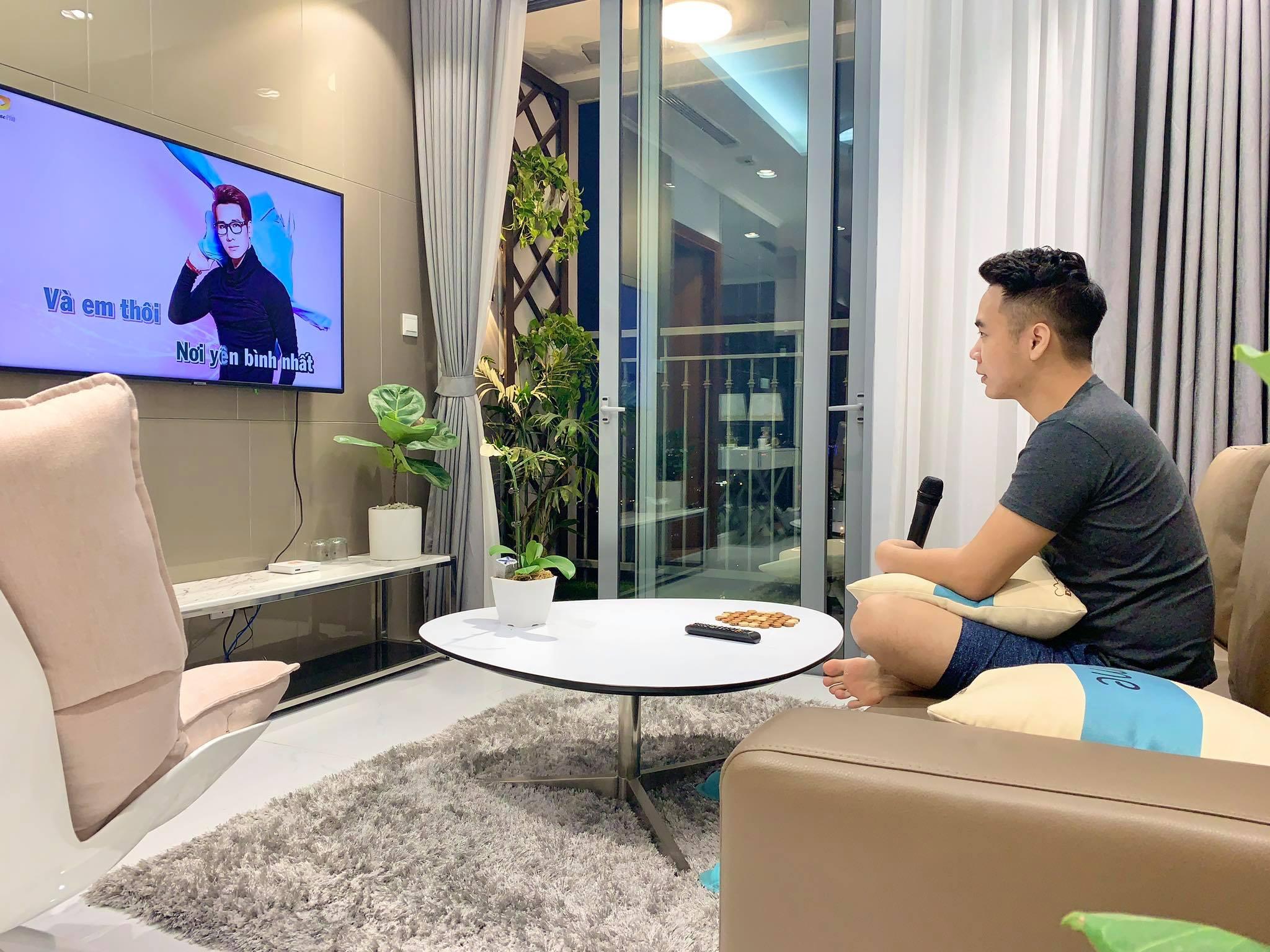 Căn hộ 79m² view trọn Hà Nội được chàng trai độc thân tự tay chọn đồ với chi phí 330 triệu đồng - Ảnh 1.