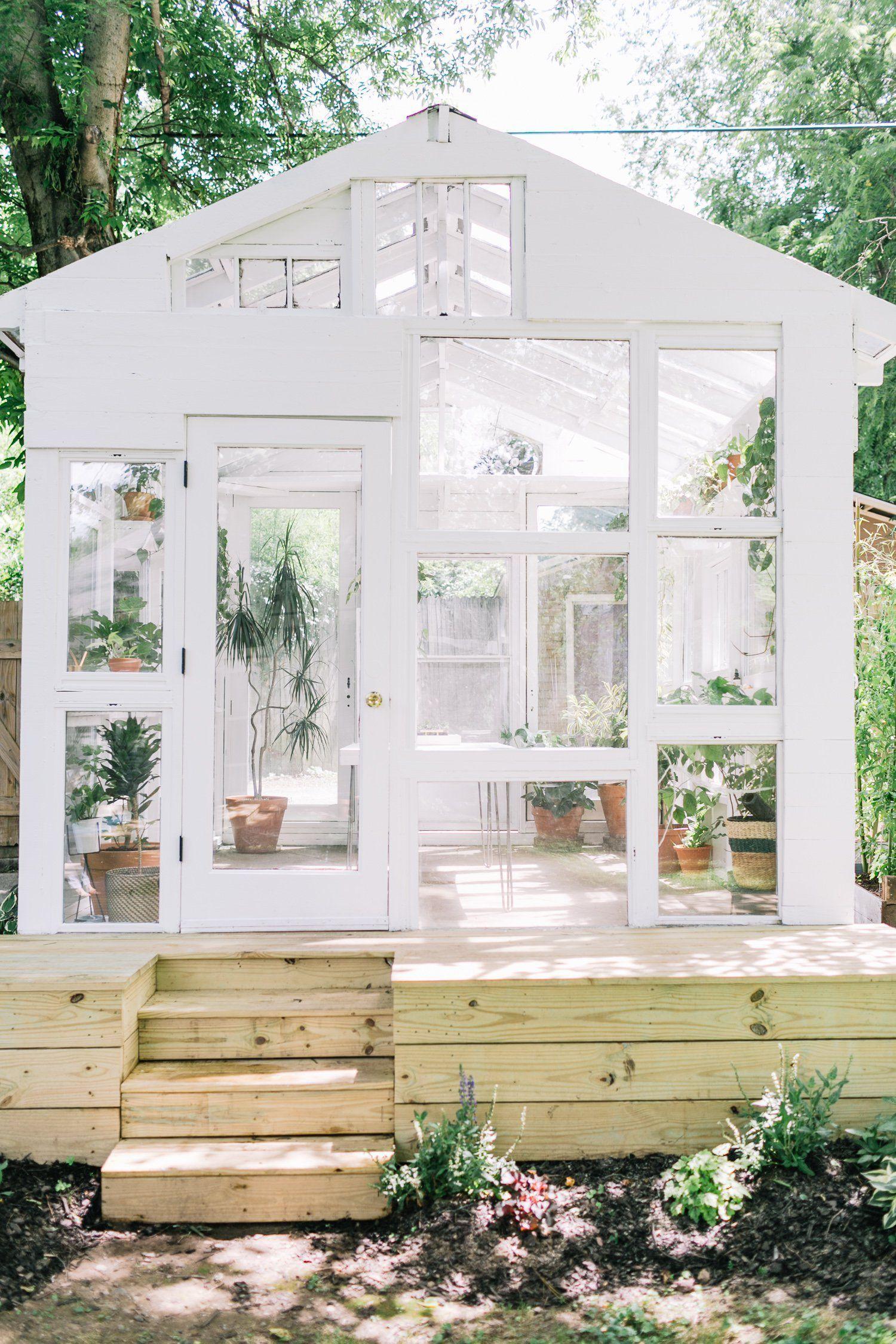 Ý tưởng dựng nhà kính trồng rau trong vườn, vừa có rau ăn vừa trang trí vườn đẹp như cổ tích - Ảnh 2.