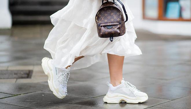 Vài kiểu giày dép của chị em trong mắt một bác sĩ chuyên khoa:  - Ảnh 1.
