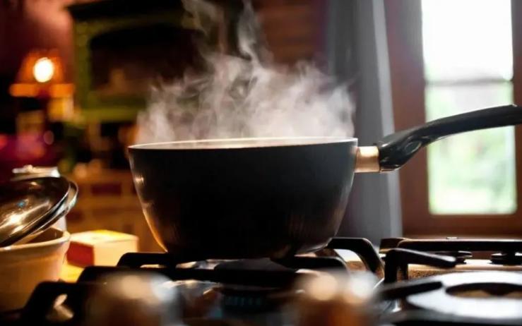 """Nếu người Việt cứ duy trì 3 kiểu nấu ăn này thì chẳng khác nào tự """"nuôi mầm"""" ung thư mà không biết"""