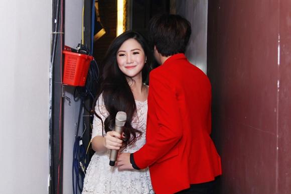 """Tình huống """"ngó lơ"""" nhau của các cặp đôi sao Việt: Thúy Vân và chồng Lan Khuê tránh né tuyệt đối, khó hiểu nhất là thái độ như người dưng của vợ chồng Lệ Quyên - Ảnh 5."""
