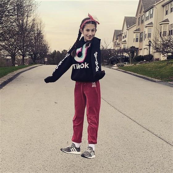 Nhảy và nhào lộn trên tấm bạt lò xò, bé gái 13 tuổi đã bị liệt nửa thân dưới do đột quỵ - Ảnh 3.