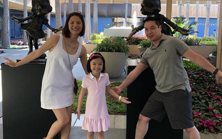 Cô gái to gan tát Tăng Thanh Hà giữa phố ngày ấy: Giờ sống cực hạnh phúc bên trời Tây, cách nuôi dạy con mới thật đáng nể