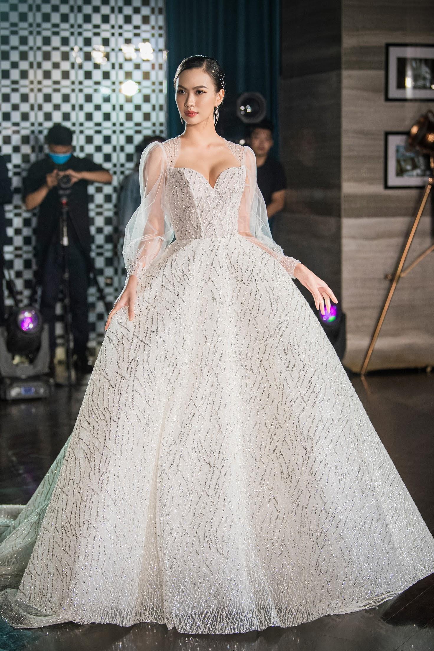 Lecia Bridal ra mắt dòng váy Luxury đính hàng trăm ngàn viên pha lê Swarovski - Ảnh 10.