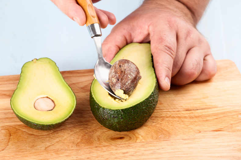 Cứ tưởng ăn bơ giảm cân nhưng nếu ăn theo cách này thì lại tăng cân vù vù - Ảnh 3.