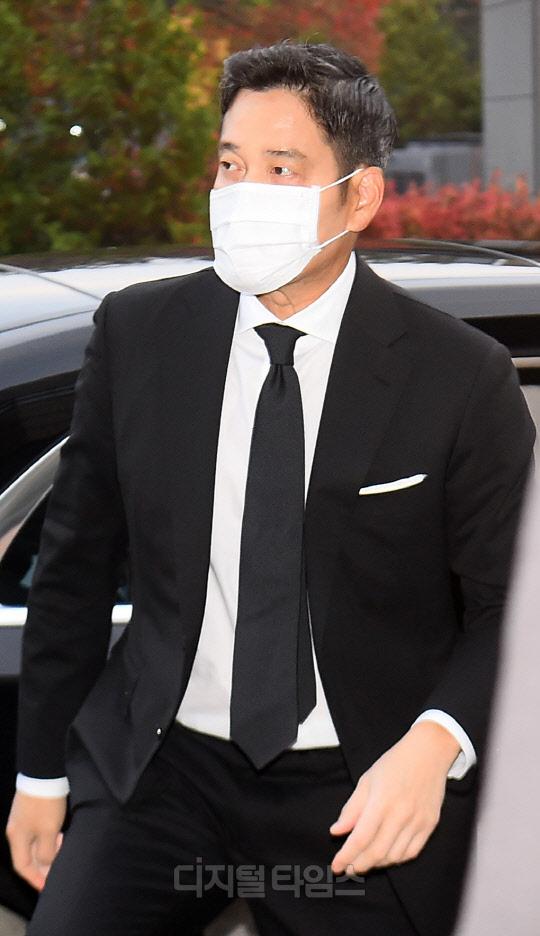 Lễ tang đưa tiễn chủ tịch Samsung về nơi an nghỉ cuối cùng: Gia quyến thất thần, chồng cũ cựu Á hậu Hàn Quốc cũng có mặt - Ảnh 10.