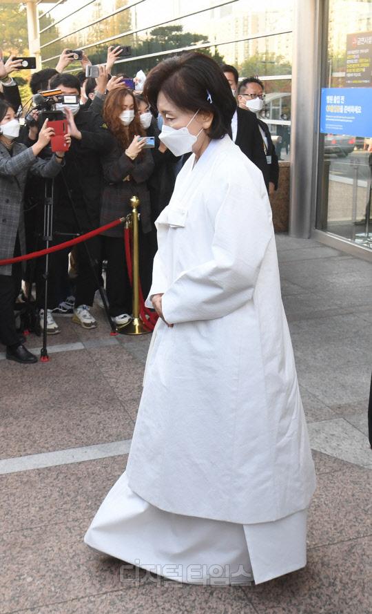 Lễ tang đưa tiễn chủ tịch Samsung về nơi an nghỉ cuối cùng: Gia quyến thất thần, chồng cũ cựu Á hậu Hàn Quốc cũng có mặt - Ảnh 7.