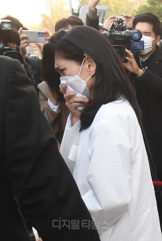 Lễ tang đưa tiễn chủ tịch Samsung về nơi an nghỉ cuối cùng: Gia quyến thất thần, chồng cũ cựu Á hậu Hàn Quốc cũng có mặt - Ảnh 6.