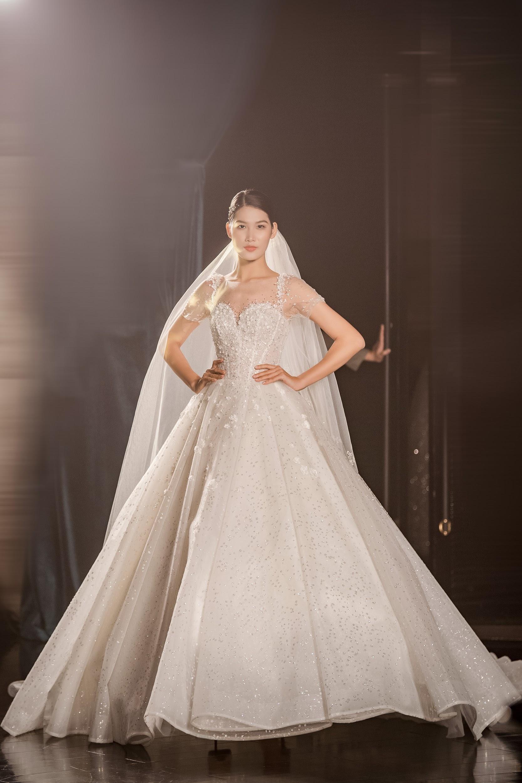 Lecia Bridal ra mắt dòng váy Luxury đính hàng trăm ngàn viên pha lê Swarovski - Ảnh 12.